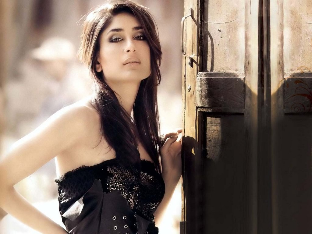 http://3.bp.blogspot.com/-9GdoSTMGOmc/T1mqlS0PHvI/AAAAAAAACgQ/gEYwSWw81Us/s1600/Kareena+Kapoor+Bodyguard+Movie+Wallpaper.jpg