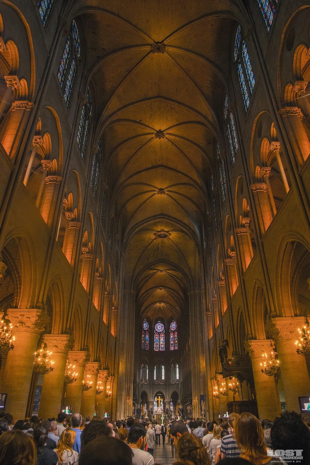 интерьер Собора Парижской Богоматери
