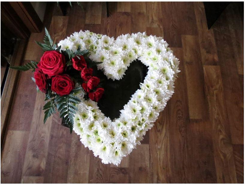 Jakie Kwiaty Wybrac Na Pogrzeb 10 Najpopularniejszych Rodzajow Kwiatow Do Wiazanek Pogrzebowych Ostatnie Pozegnanie