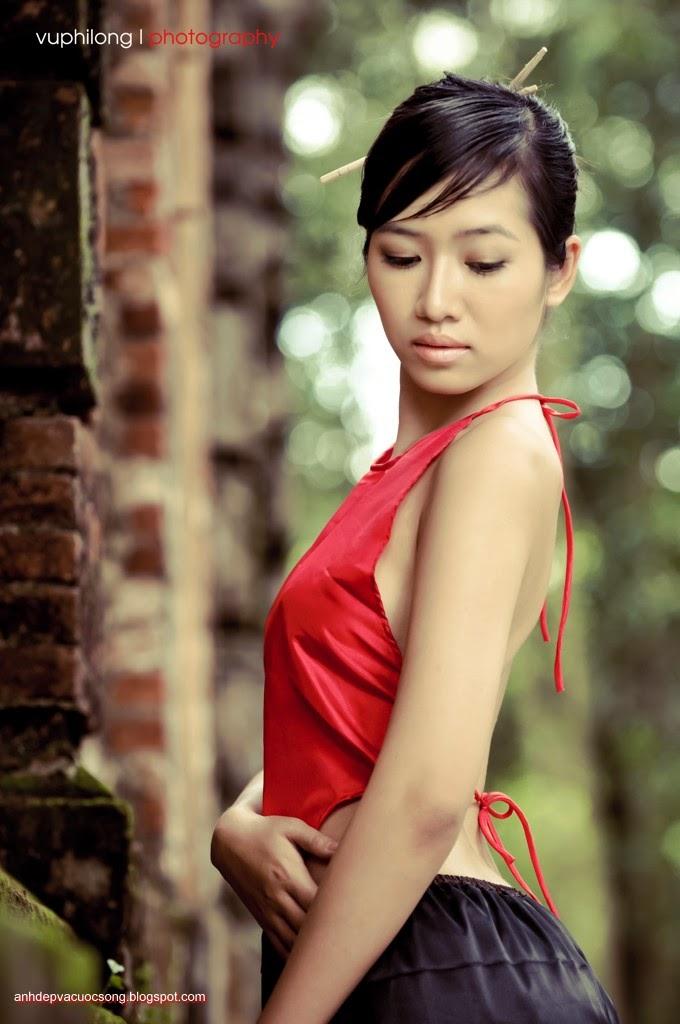 Thiếu nữ duyên dáng với áo yếm xưa 29