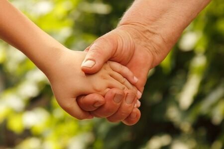 Ayuda a los niños heridos