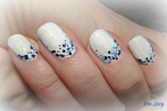 Blue glitter polish