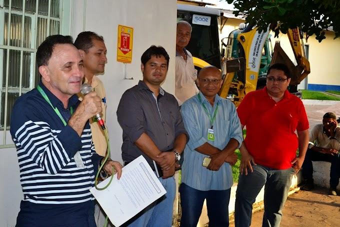 Diretor geral do SAAE, Carlos Alberto, entrega o cargo