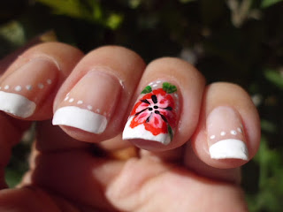Manicura Francesa con Flor Roja