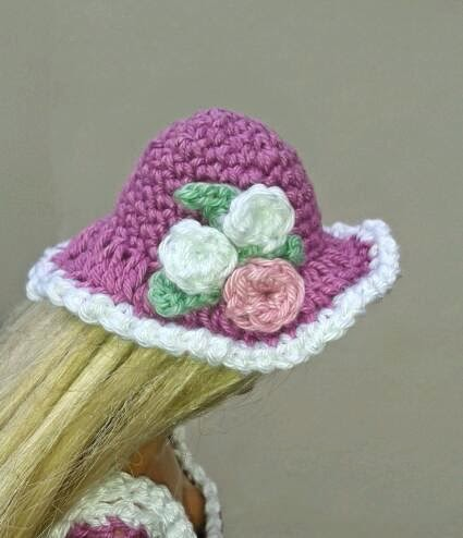 Free Crochet Patterns For Easter Bonnets : Lyns Dolls Clothes: Barbie Crochet Easter Bonnets
