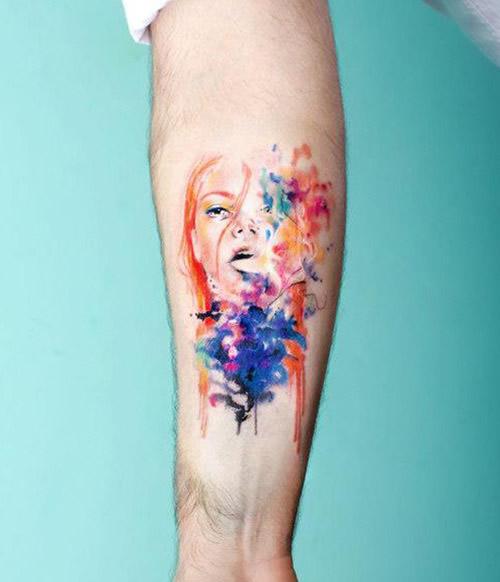 Tatuagens femininas delicadas mulher aquarela