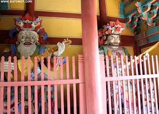 Guardianes de madera del templo Buseoksa
