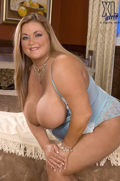 image Busty blonde bbw veronica vaughn cues up a bbc