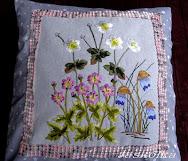 Poduszka z różowymi kwiatami