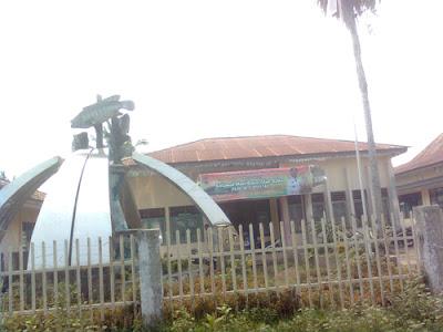 patung ikan Kecamatan tugu mulyo mura