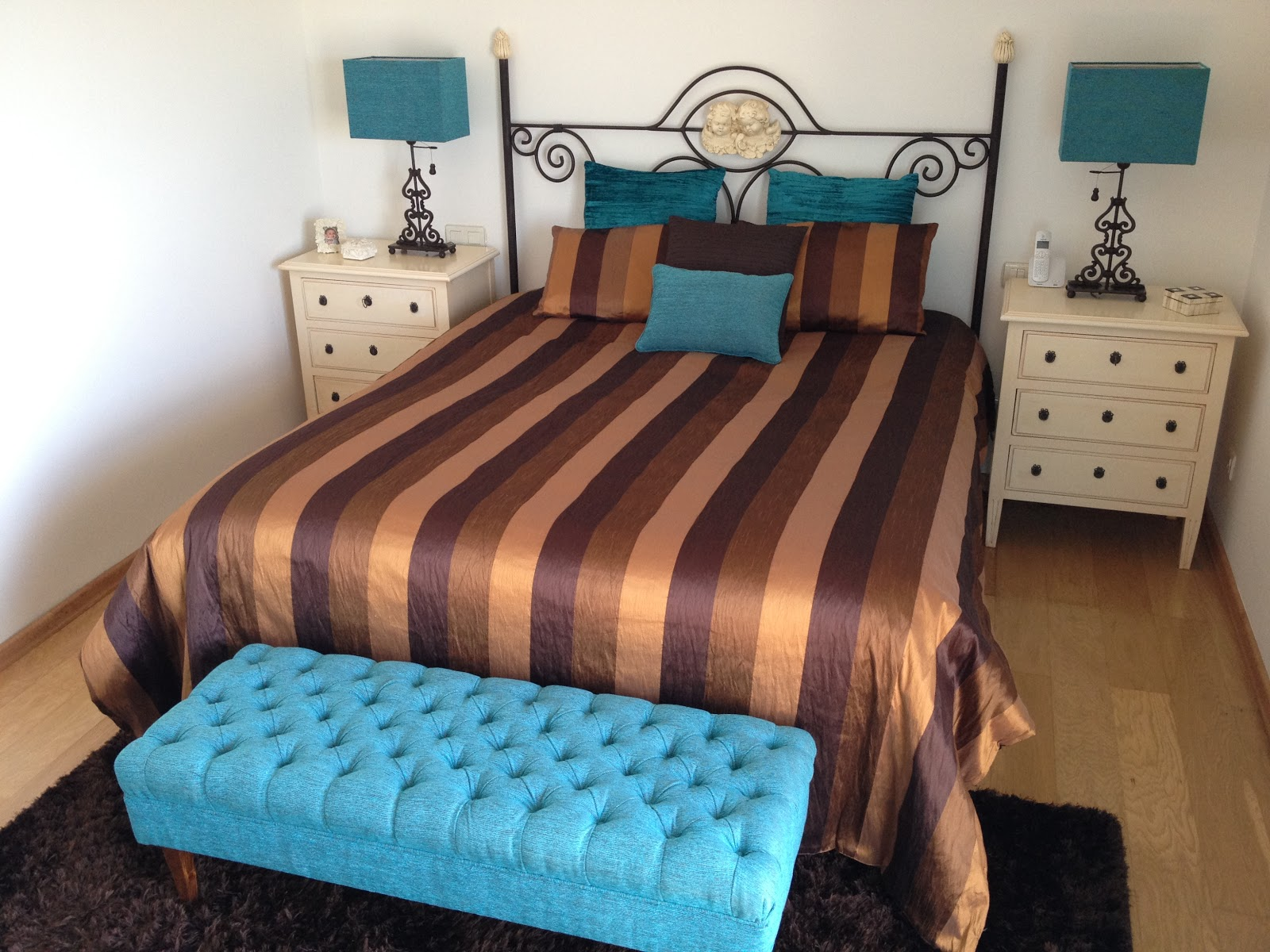 O Refresh De Um Quarto Com A Cor Azul Turquesa Silvia Home Decor ~ Escritorio No Quarto De Casal E Quarto Casal Azul Tiffany