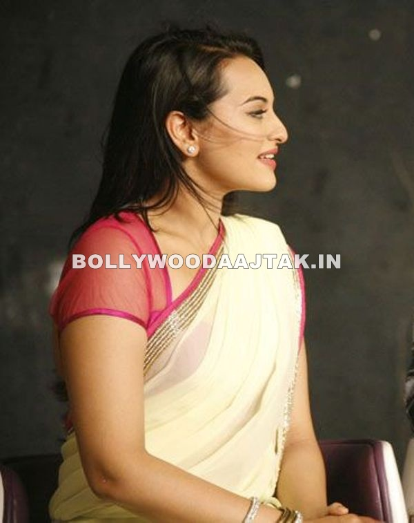 Gorgeous girl sonakshi sinha in a cream sari -  Sonakshi sinha @rowdy rathore success party