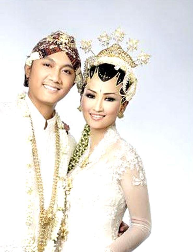 kebaya pengantin putih warna warna yang dapat menimbulkan kesan mewah