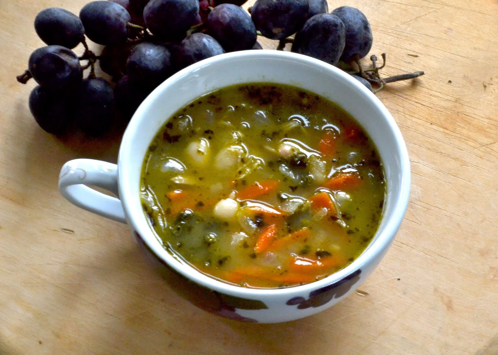 LargeFamilySlowCooker: Chicken, White Bean, Kale & Pesto Soup
