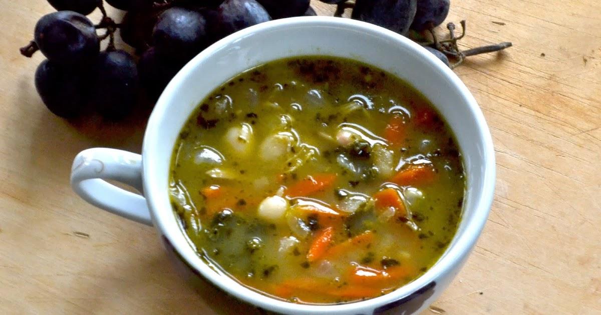 LargeFamilySlowCooker: Chicken, White Bean, Kale & Pesto Soup