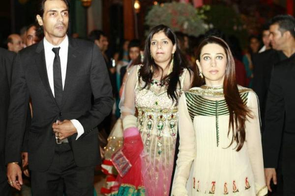 Karishma Kapoor in Dubai1 - Karishma and Arjun at a wedding in Dubai