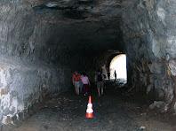 Interior del túnel del carrilet al seu pas per Viladomiu Nou