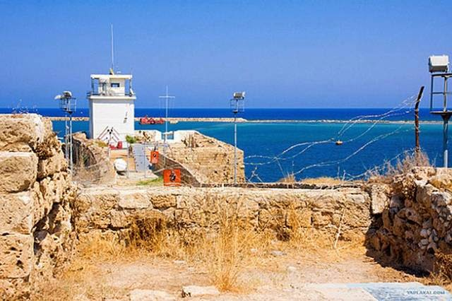 The separation barrier and the Green Line in Cyprus
