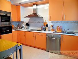 Piso de tres dormitorios en venta en Novo Mesoiro, impecable, garaje. 125.000€