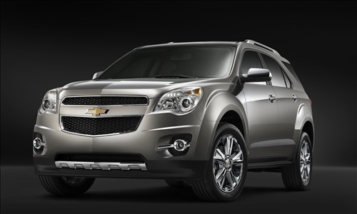 Front 3/4 view of silver 2011 Chevrolet Equinox