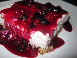Semifrio de Iogurte em Coulis de Frutos Vermelhos