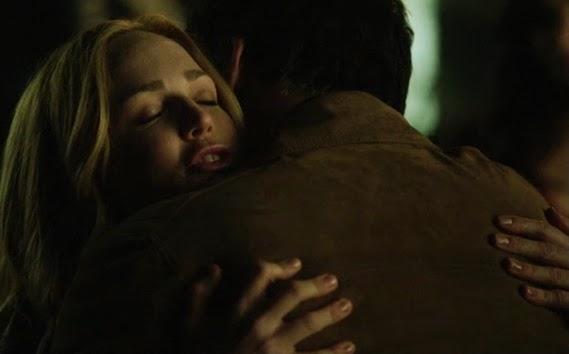 Sara hug dad Lance Arrow finale