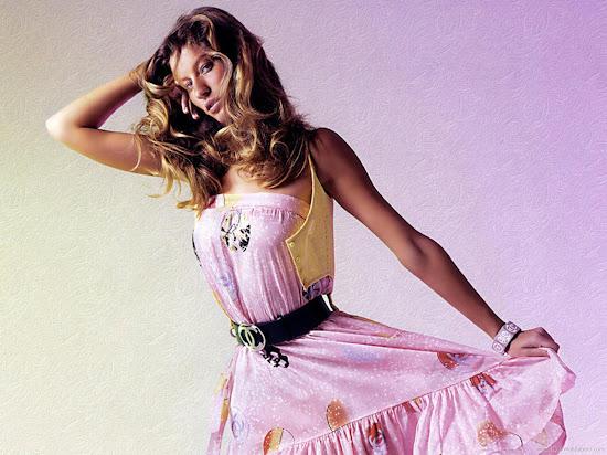 Brazilian Hollywood Actress Gisele Bundchen Wallpaper