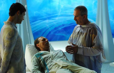 André Luiz sendo cuidado em Nosso Lar por Lisías, hospital astral