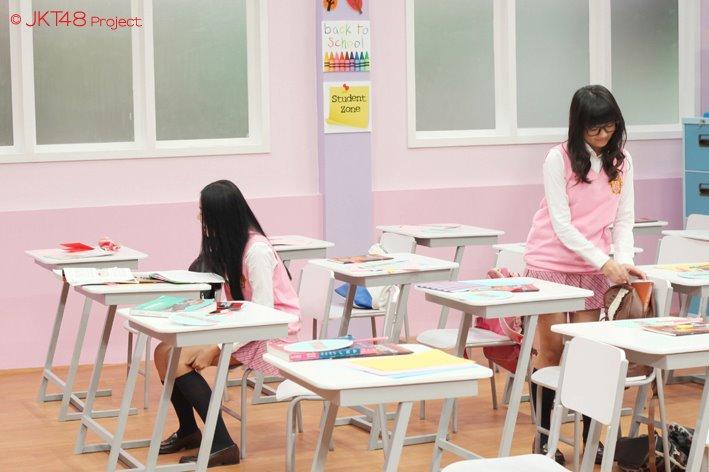 Cleo JKT48 dan Stella JKT48 at JKT48 school