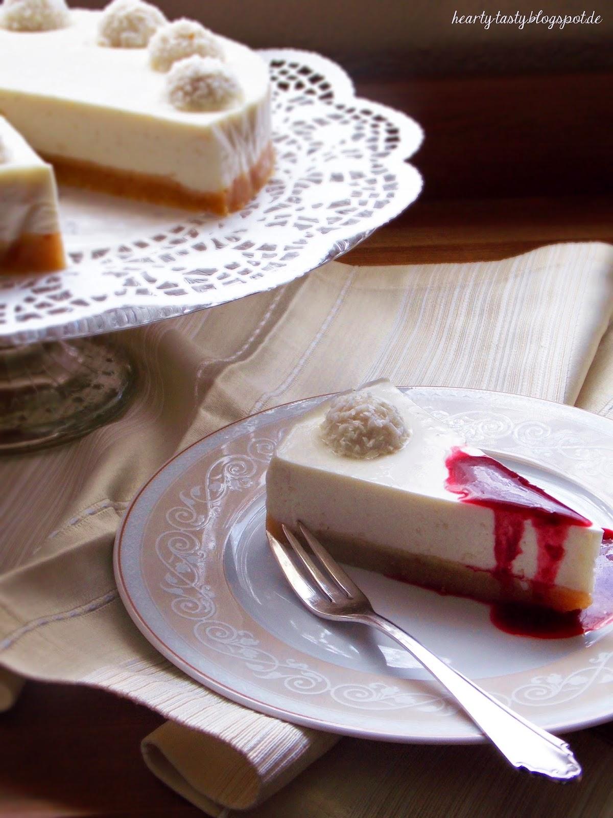 8 Vor dem Servieren könnt ihr euch noch eine Fruchtsoße machen Früchte mit etwas Zucker pürieren und evtl Kerne heraussieben Löst den Rand der Torte