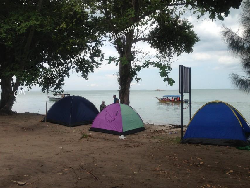 khemah-khemah penginapan di pulau besar
