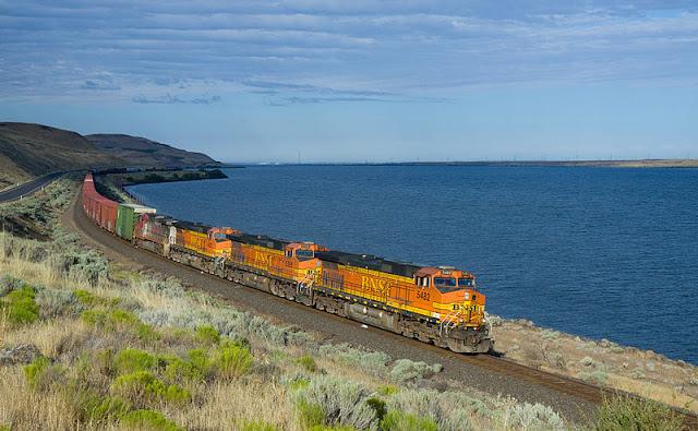 Gambar Kereta Api Lokomotif Diesel 09