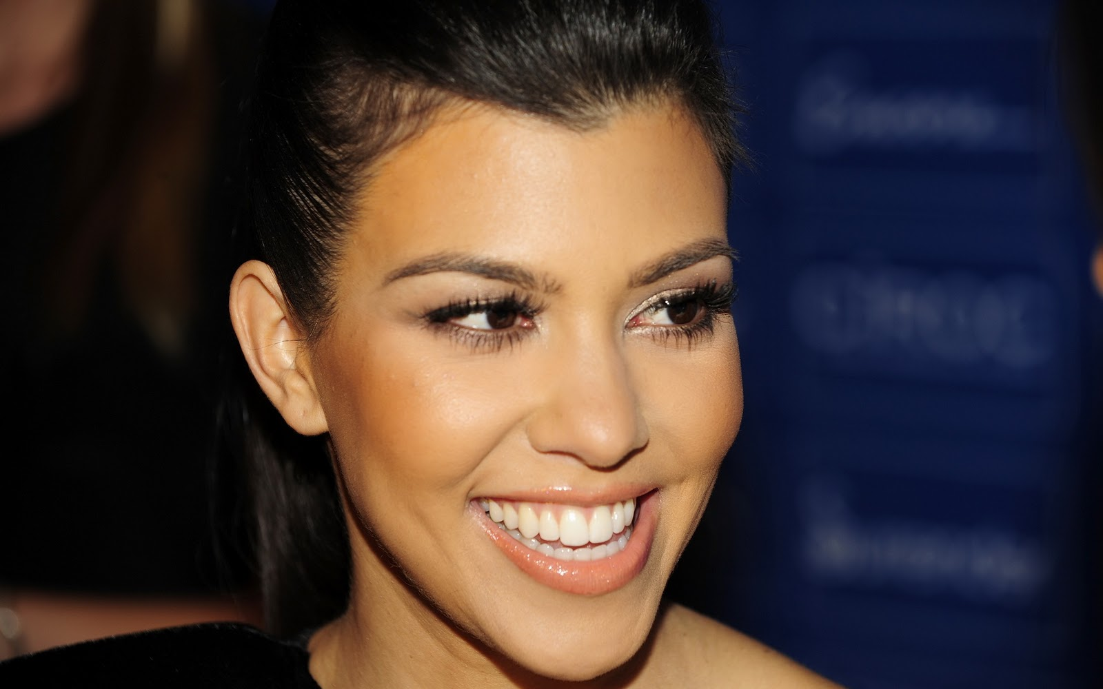 http://3.bp.blogspot.com/-9KH_3bVKl80/TZ2mneN0EdI/AAAAAAAAAB4/oQGcQOSQjKI/s1600/Kourtney-Kardashian2.jpg