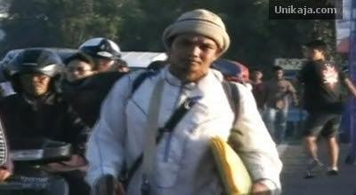Muhammad Alif Berjalan Kaki Dari Padang Menuju Makkahuntuk pergi haji