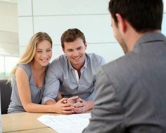 Prêt immobilier : ceux qui empruntent en couple ont aussi un avantage auprès des établissements financiers, car les risques de défaut de paiement sont moins élevés.