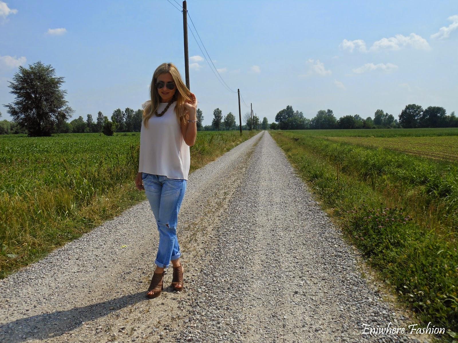 Eniwhere Fashion - Ripped Jeans - blusa Mango - giacca Pinko