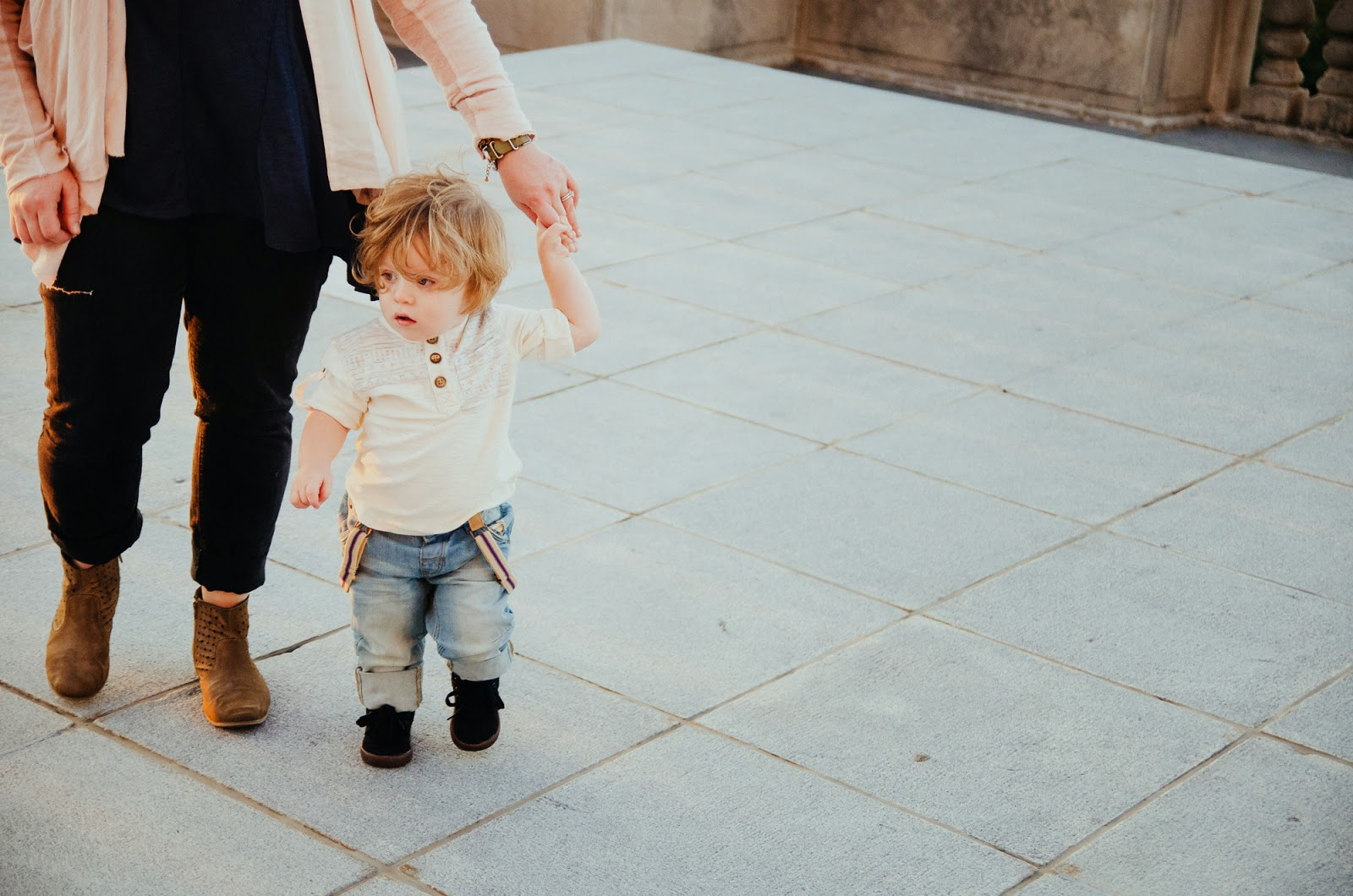 holding hands with mommy is the best indianapolis family photographer