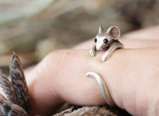 cincin bentuk tikus kecil