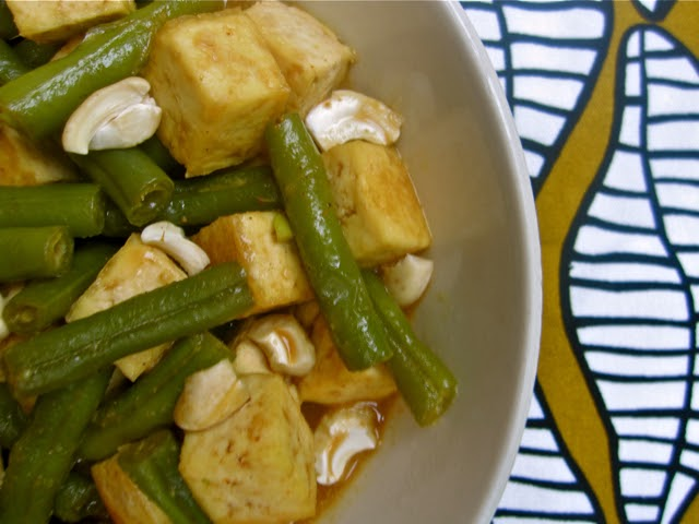... and Spice: Spice in the Kitchen: Thai Coconut Curry Green Beans & Tofu