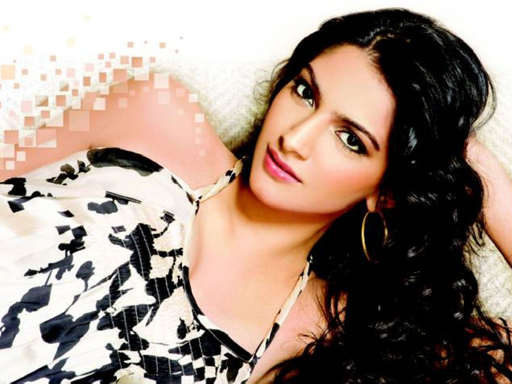 Sonam Kapoor Face Close up Wallpapers