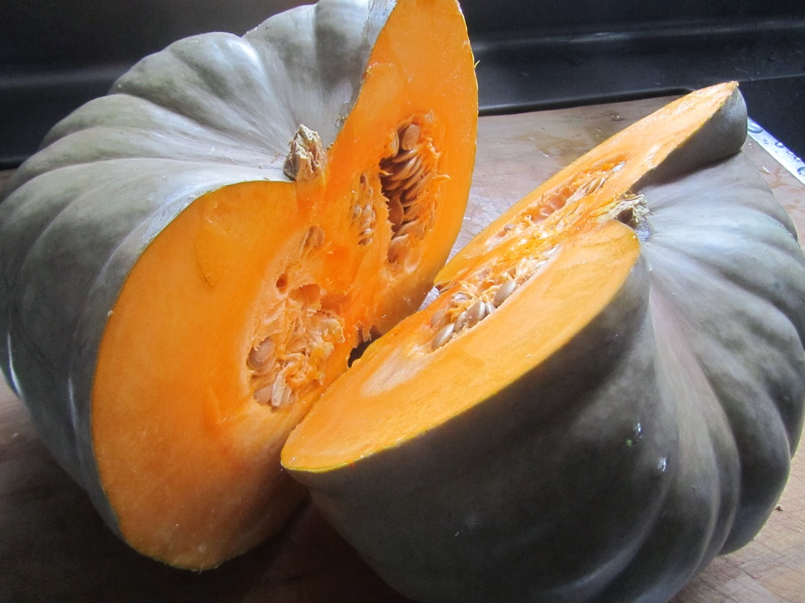 how to cut a pumpkin squash