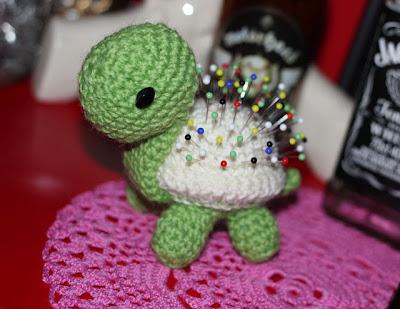 virkattu amigurumi kilpikonna