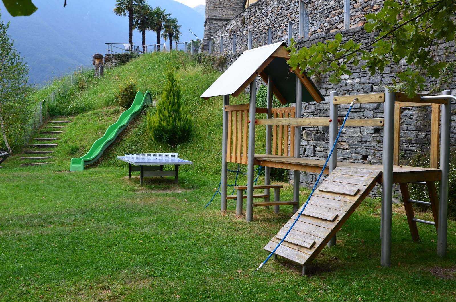 Parco giochi di mergoscia valle verzasca parchi giochi for Altalena con ponte