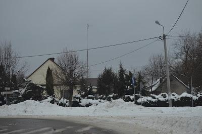 Foto das pequenas casas durante o caminho para a floresta de Bialowieza