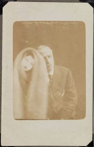 Foto Hantu Rekayasa William Hope