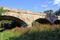 El Pont de les Ferreries vist des de riba dreta del Tenes
