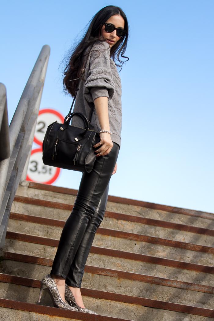 Streetstyle outfit pantalones de cuero leggins negros de Gabriel Seguí peletería Valenciana España look fashion week Madrid