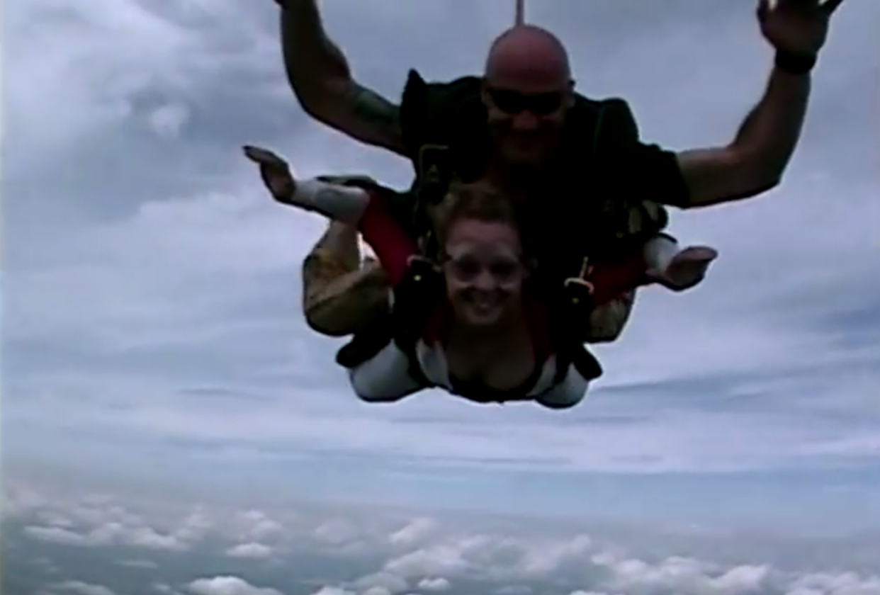 DesaraeV Skydiving