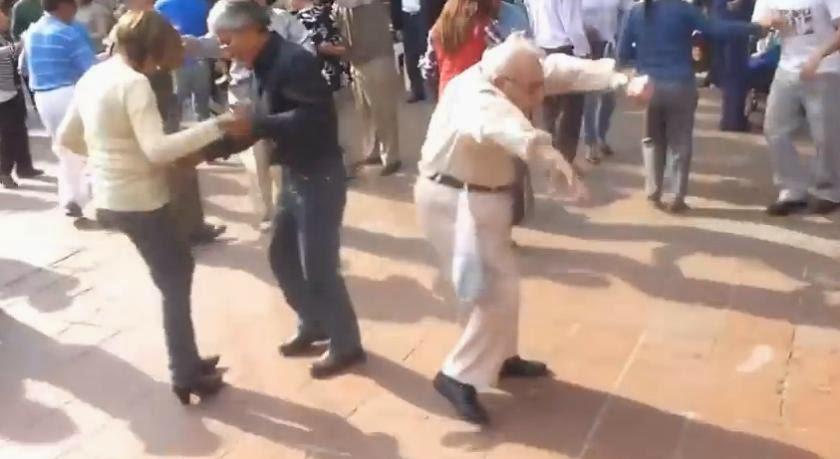 Ο παππούς που πετά τα μπαστούνια και χορεύει ροκ ν ρολ…(βίντεο)