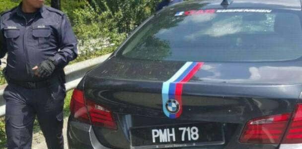 Pemandu Tinggalkan BMW Tepi Jalan